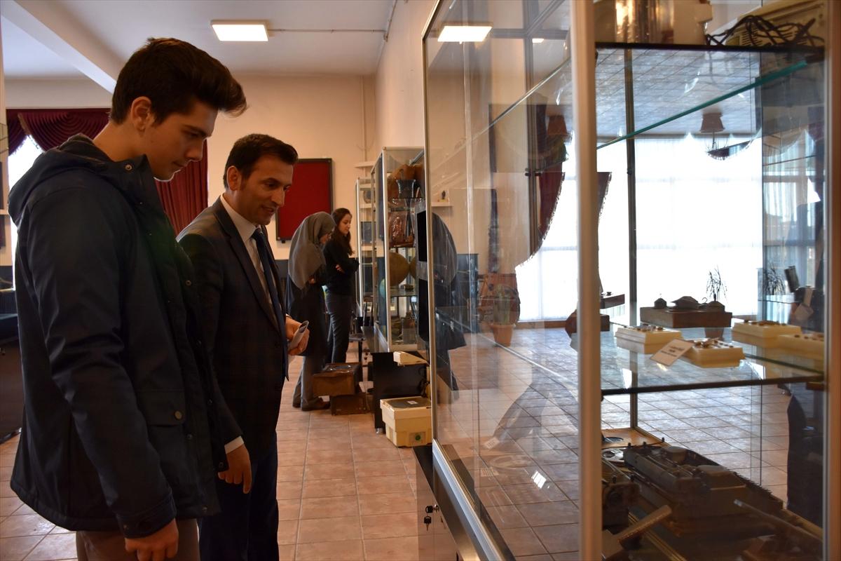 Trabzon Merkez Fen Lisesi'nde hazırlanan müzede 200 farklı eser sergileniyor