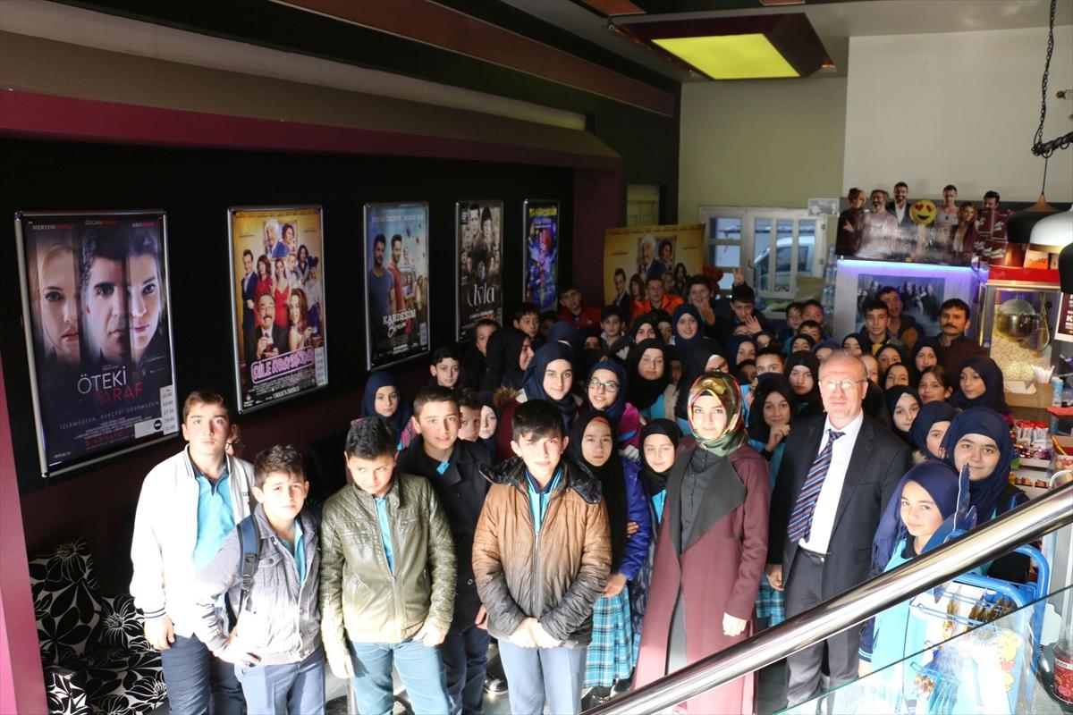Oflu öğrenciler hayatlarında ilk defa sinemaya gitti