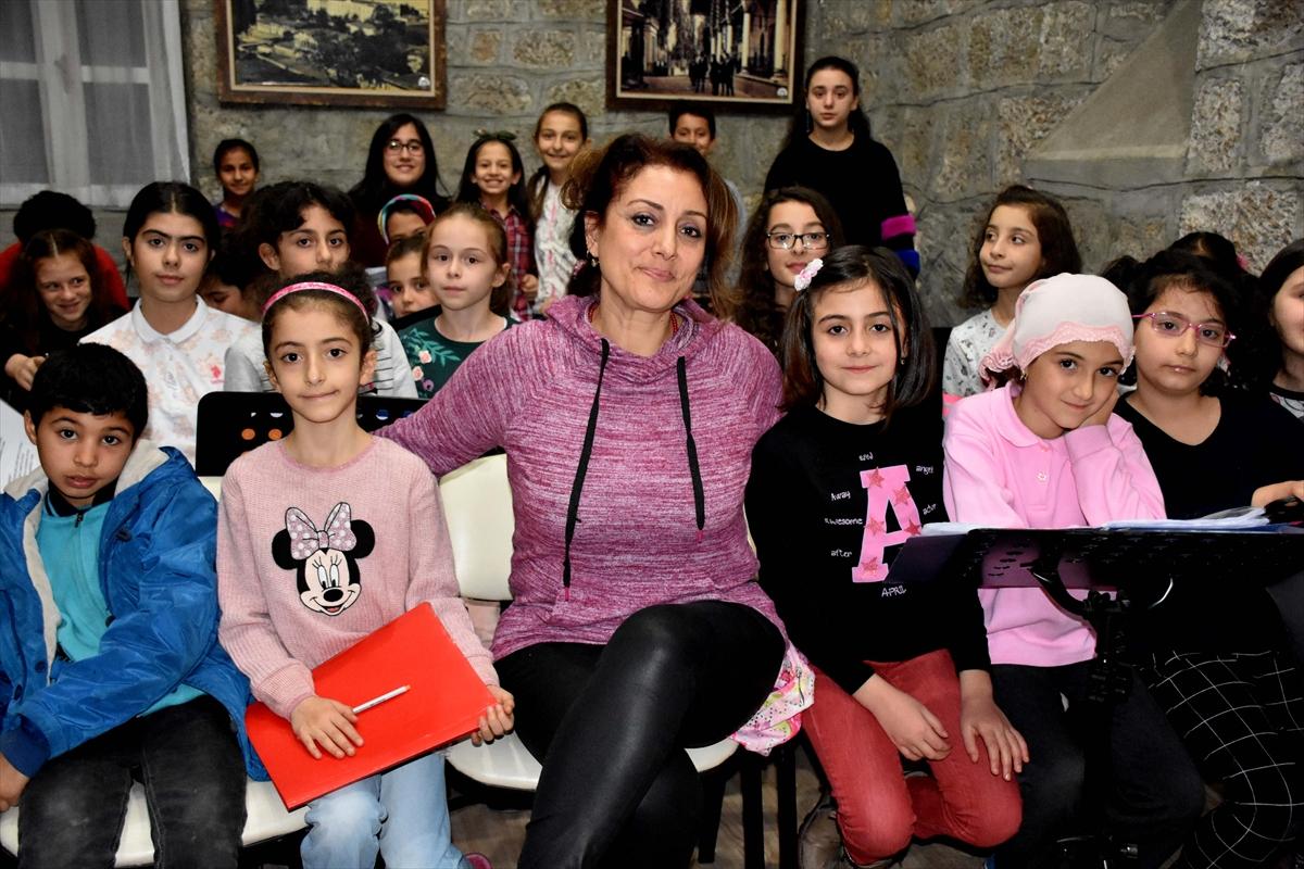 Trabzon Sığınmacı Ailelere Destek Oluyor