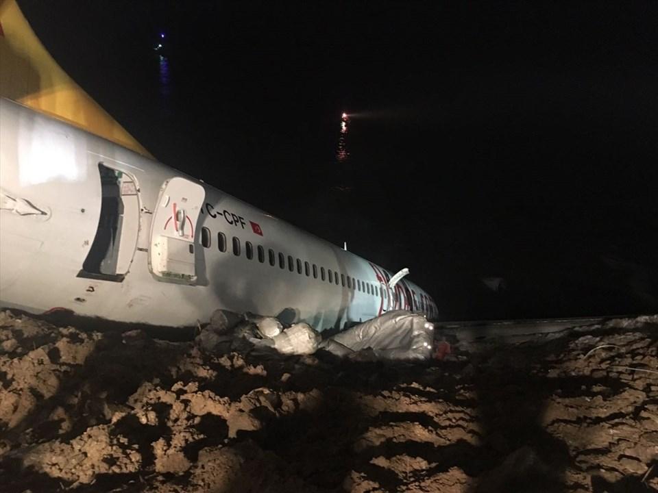 Trabzon Havalimanı'nda uçak pistten çıktı, Yolcular ölümden döndü