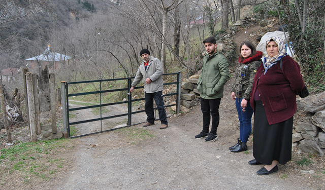 Trabzonlu ailenin büyük dramı! Evinin yolunu kapattılar