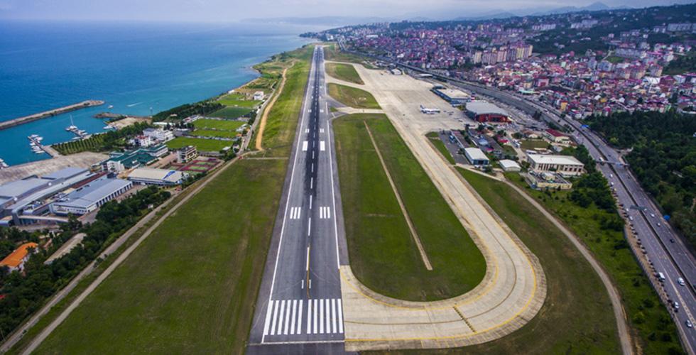 Trabzon'da şiddetli rüzgar, uçak seferlerini etkiledi!