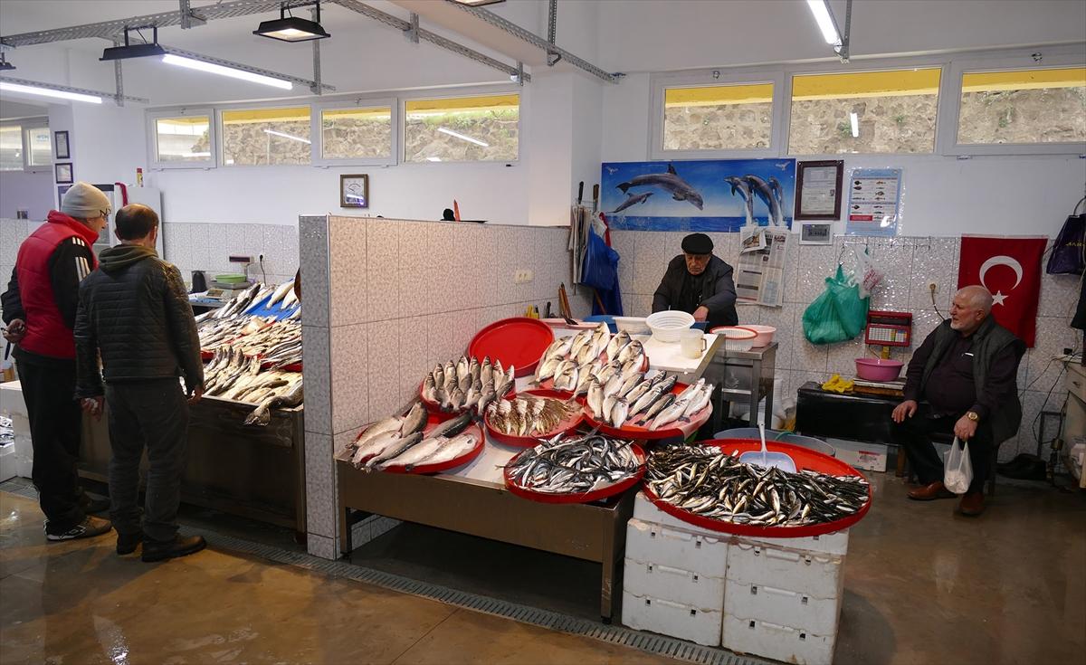 Trabzon'da geçici pazar ve balıkhane oluşturuldu