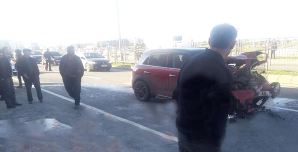 Arsin'de kaza: İki otomobil çarpıştı