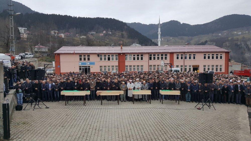 Almanya'da zehirlenen Aile Trabzon'da toprağa verildi