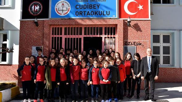 Trabzon'da o okulda 19 ikizi, 2 üçüzü var