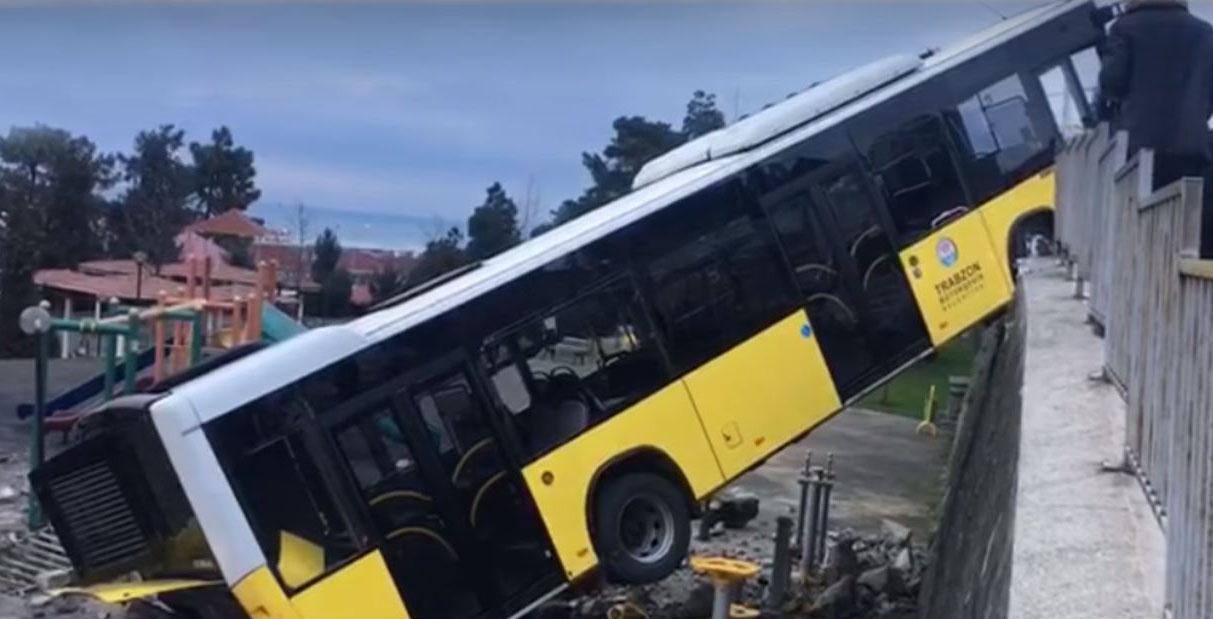 Trabzon'da çocuk parkına otobüs düştü