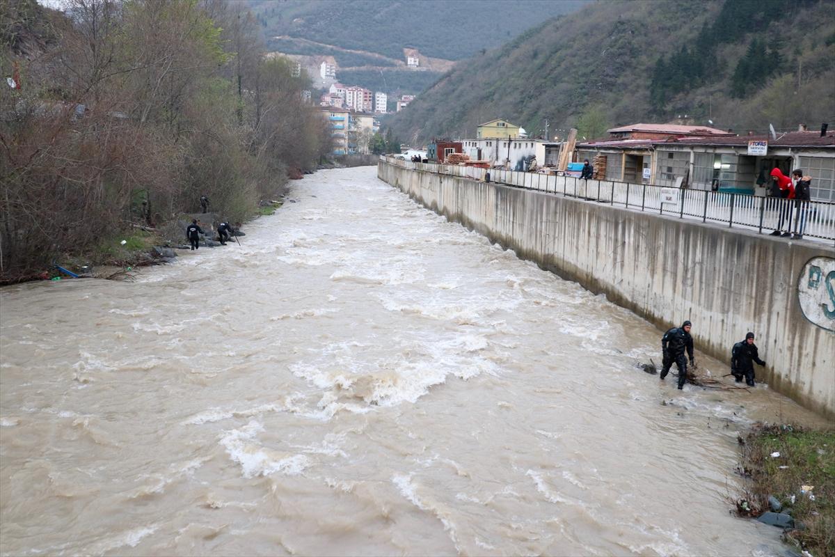 Trabzon'da kayıp polisi arama çalışmaları sürüyor