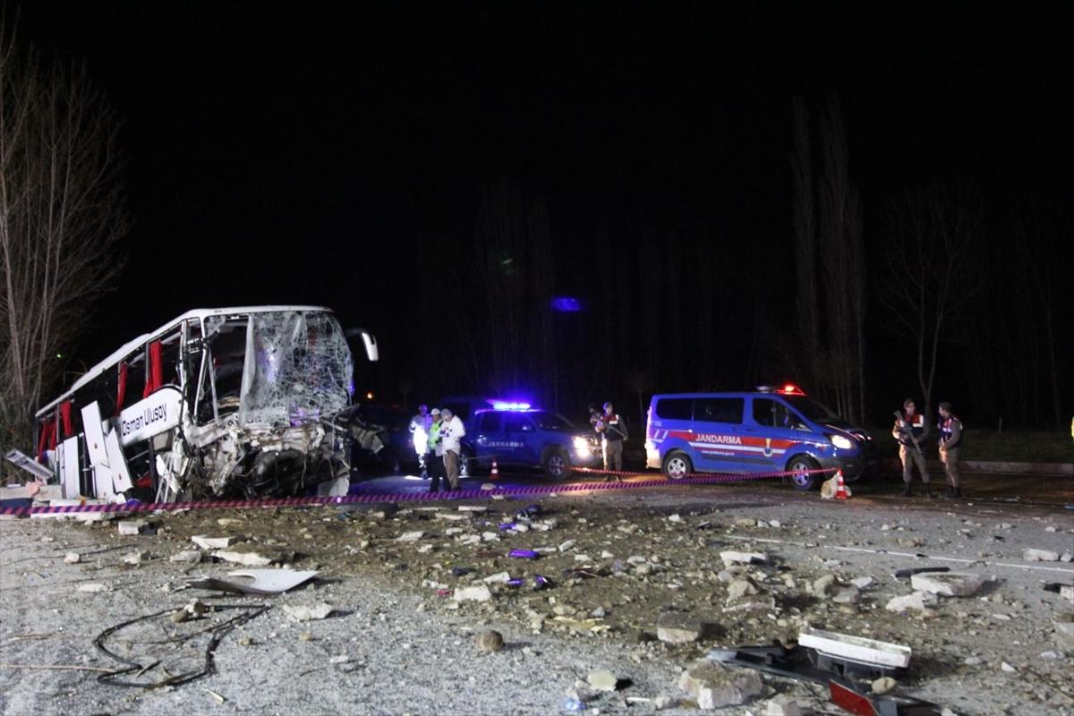 Trabzon otobüsü kaza yaptı 2 ölü 33 yaralı var!
