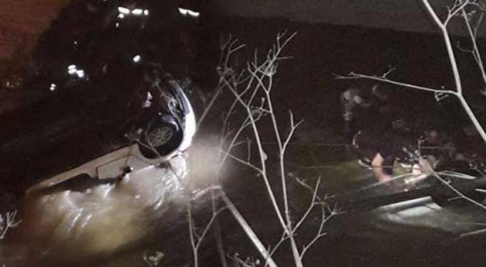 Trabzon'da polis aracı dereye devrildi, bir polis şehit oldu