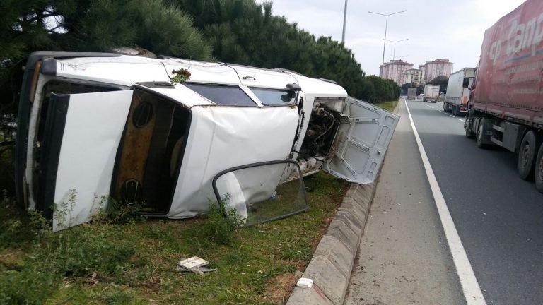 Arsin'de araç takla attı, facia ucuz atlatıldı!