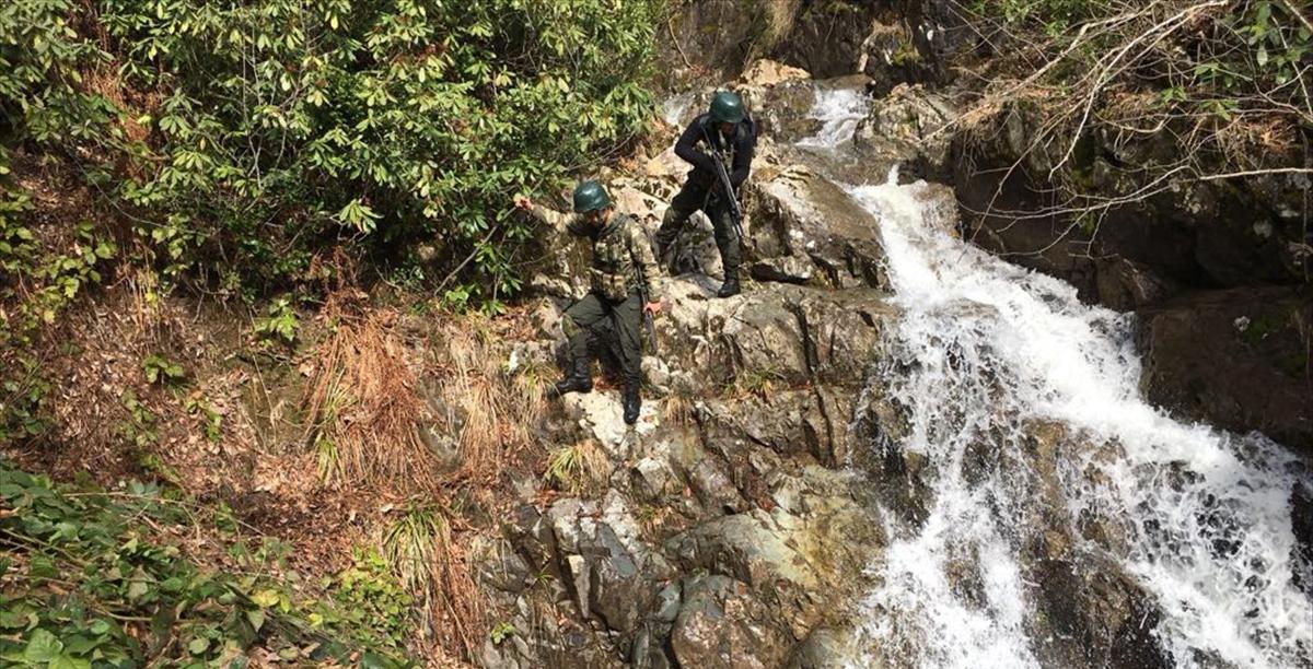 Trabzon'da Jandarma timleri kırsalda arama tarama yaptı