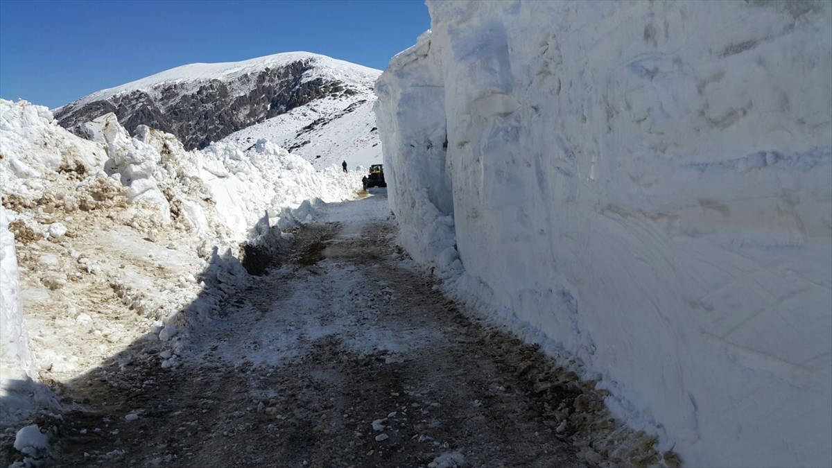 Trabzon-Bayburt arasında baharda karla mücadele