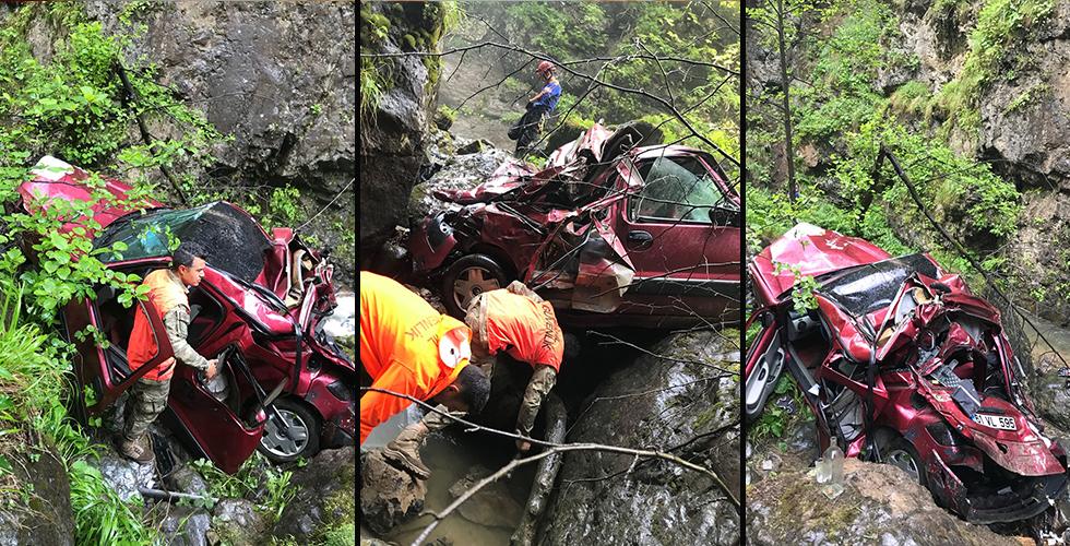 Trabzon'da dereye yuvarlanan otomobilin sürücüsü kayıp