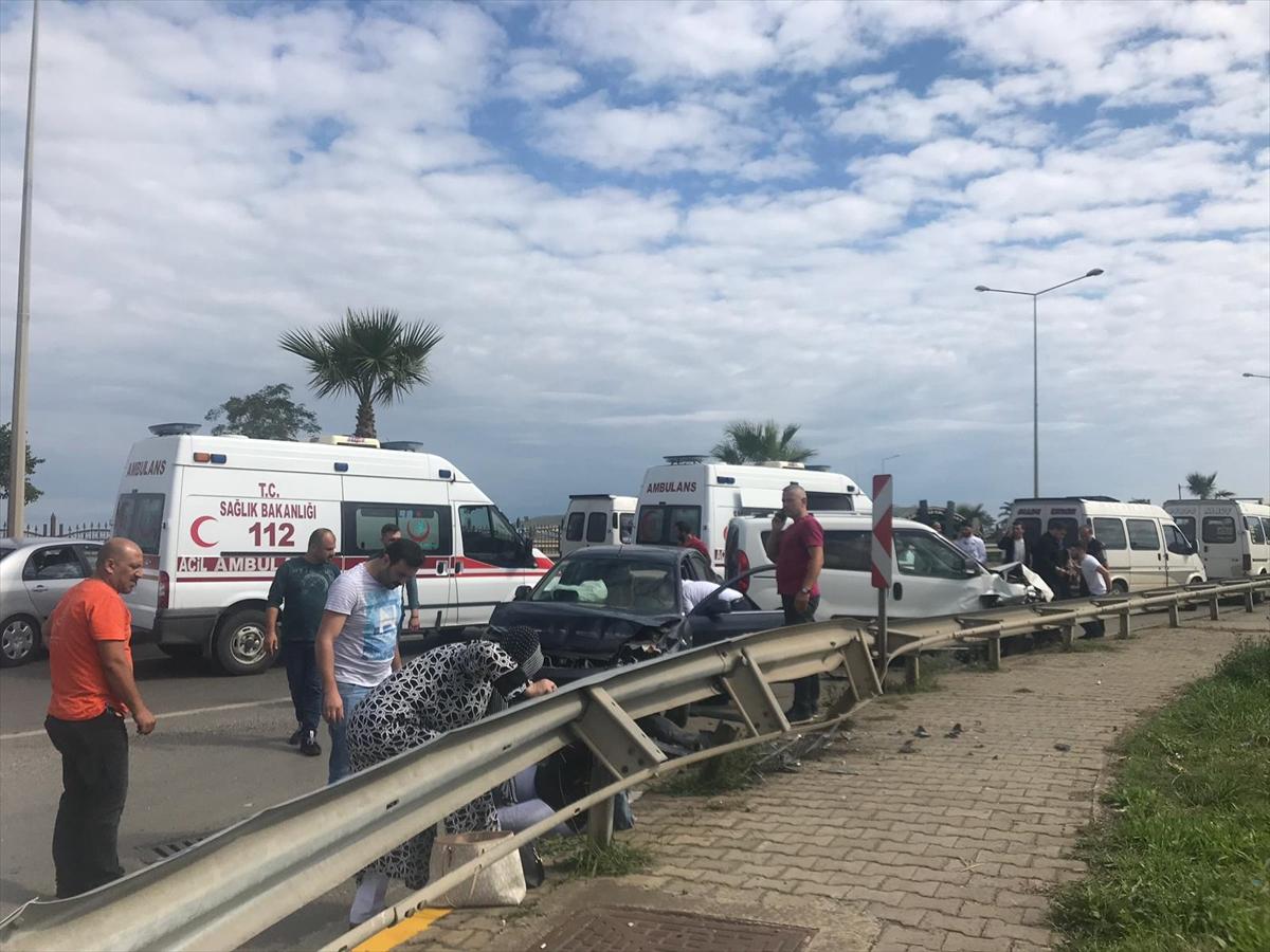 Trabzon'da otomobil ile hafif ticari araç çarpıştı: 2 yaralı