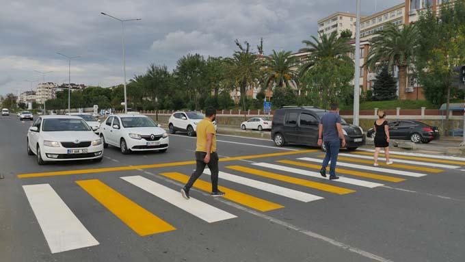Trabzon'da yol çizgileme çalışmaları sürüyor