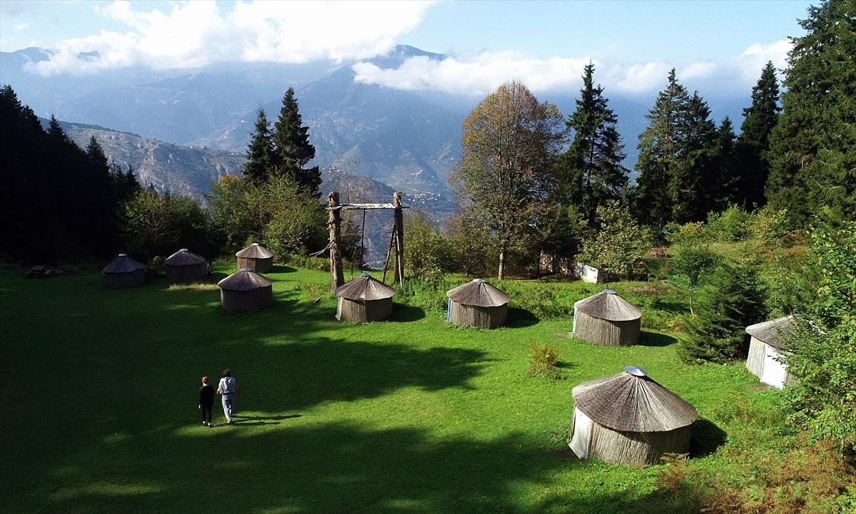 Trabzon'da,1200 rakımda oba kültürünü yaşatıyor