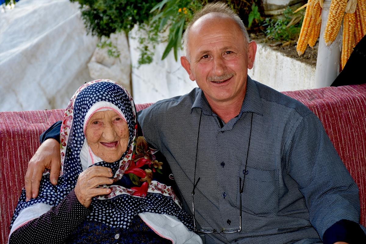 """Trabzon'un asırlık çınarı """"Pamuk Nene"""""""