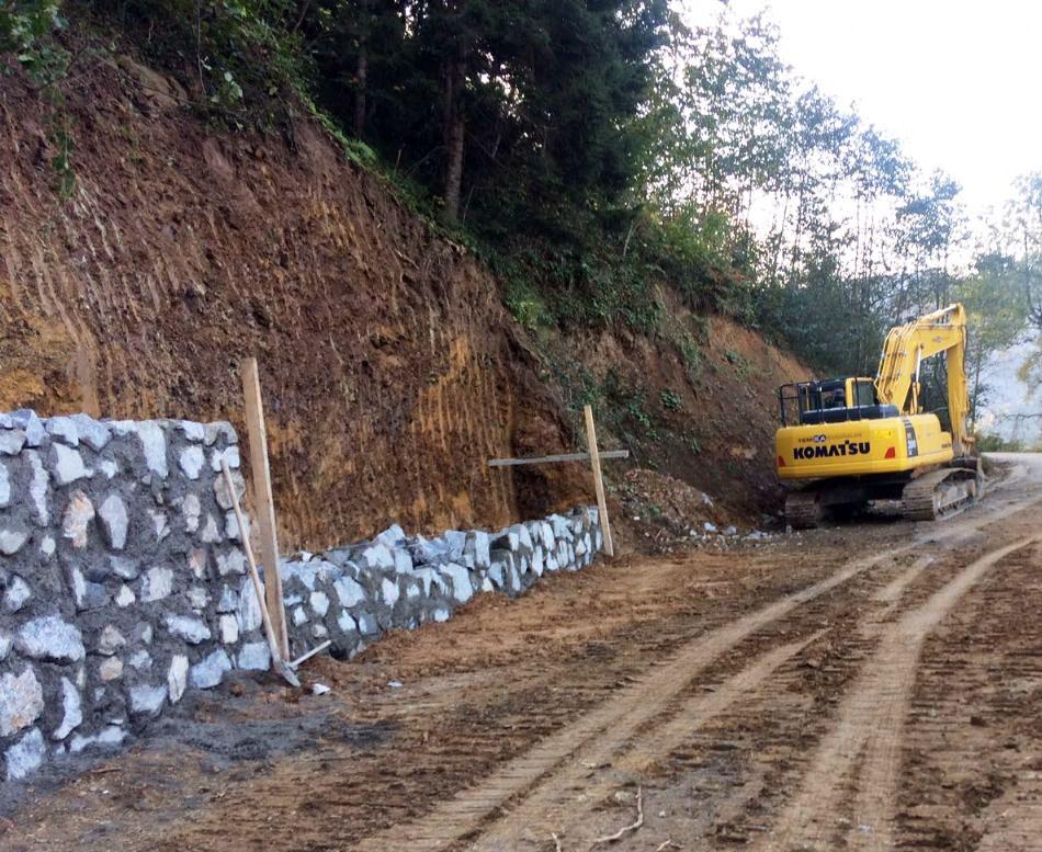 Trabzon'da yollar istinat duvarları ile örülüyor