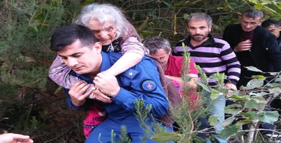Arsin'de Jandarma Ayşe nineyi sırtında taşıdı