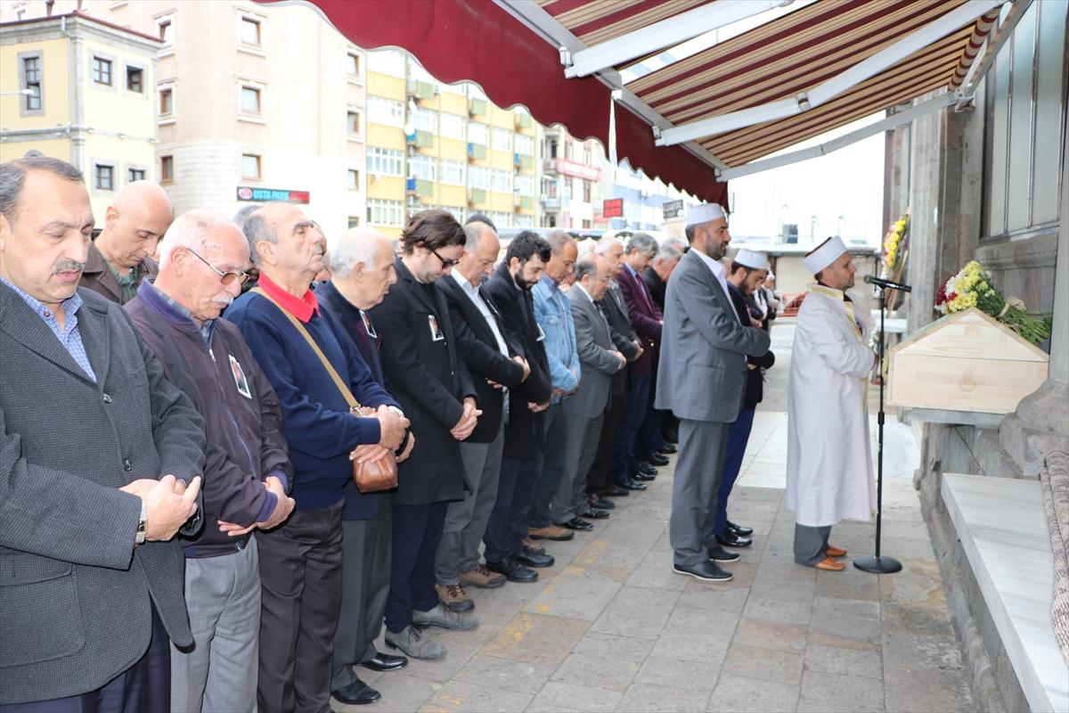 Ressam Yusuf Katipoğlu'nun cenazesi Trabzon'da toprağa verildi