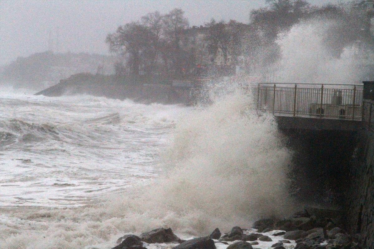 Karadeniz'de fırtına