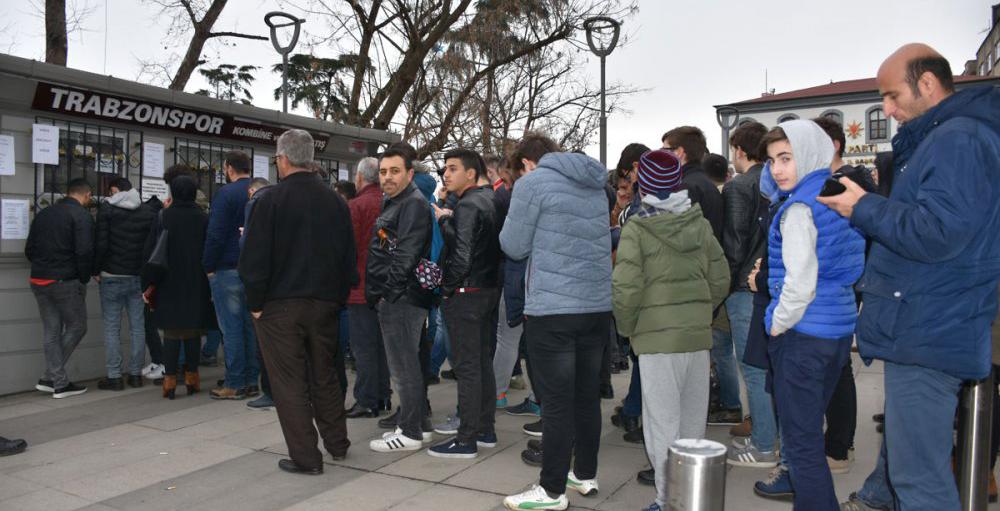 Trabzonspor taraftarı biletlere akın ediyor!