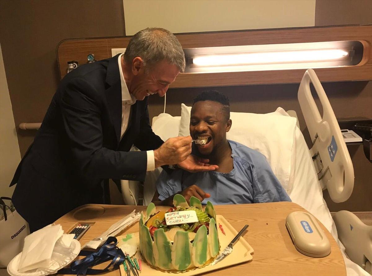 Onazi'ye hastane odasında doğum günü sürprizi