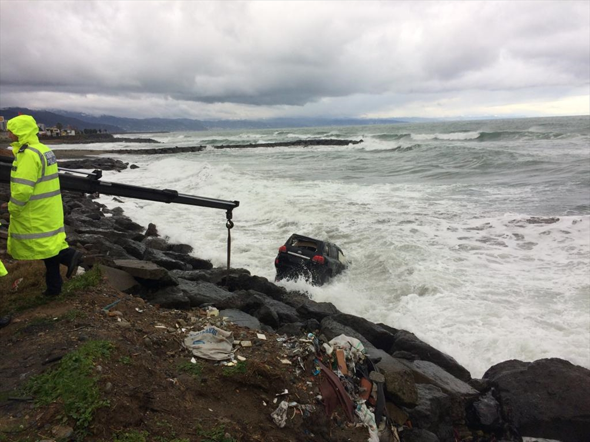 Trabzon'da cip denize düştü: 2 yaralı