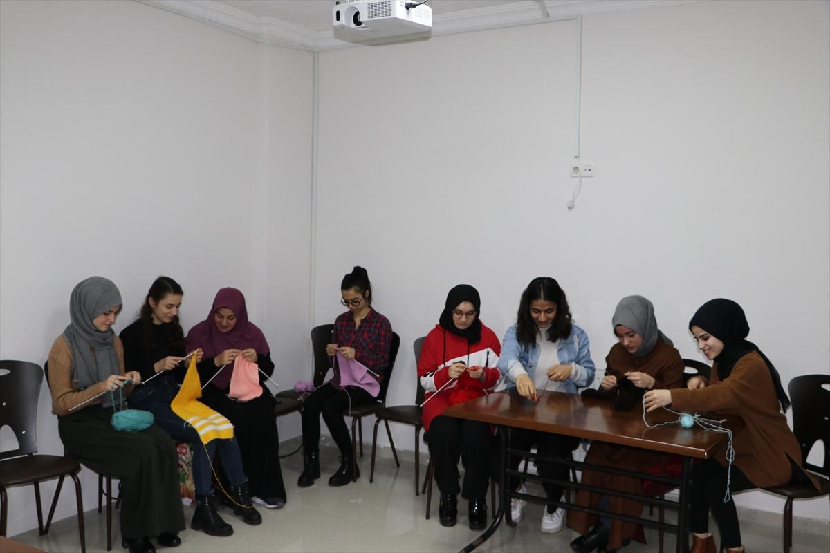 Trabzon'da yurt öğrencilerinin el emeği, üşüyen çocukları sarıyor