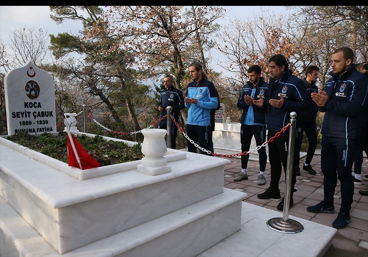 Trabzonspor'dan Seyit Onbaşı'nın kabrine ziyaret