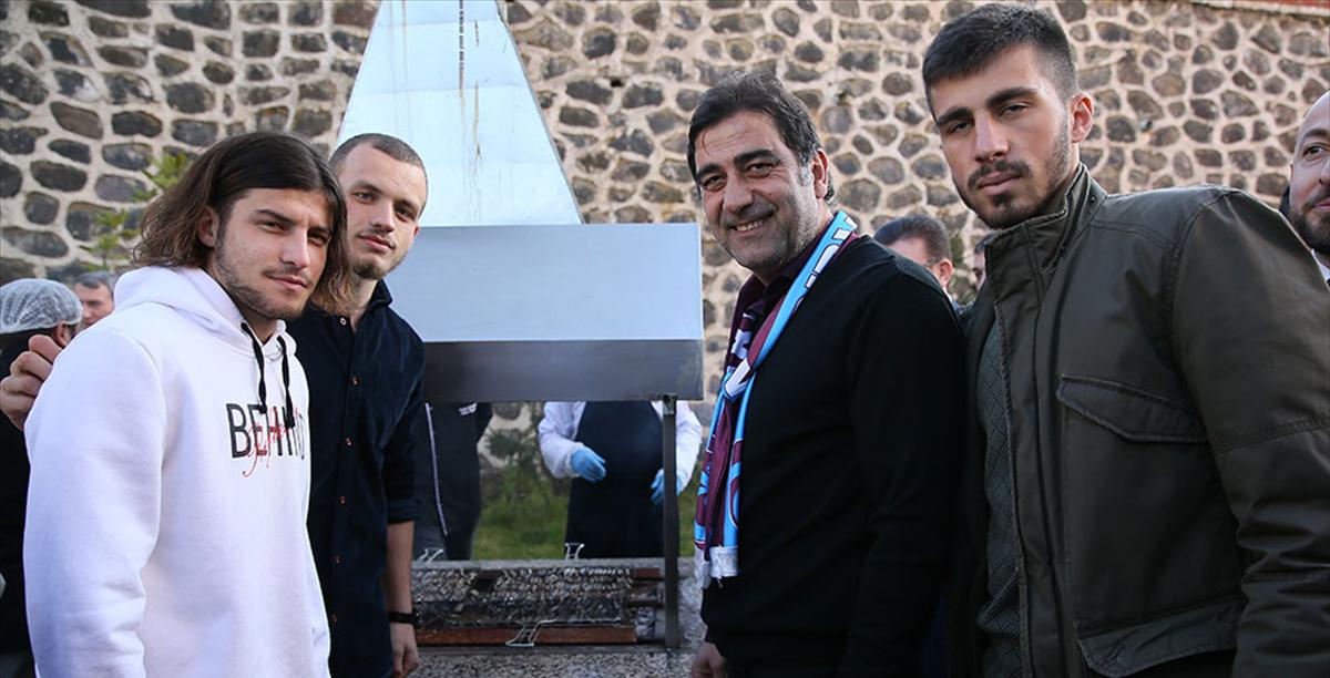 Trabzonspor'un teknik heyet ve oyuncuları hamsi şöleninde
