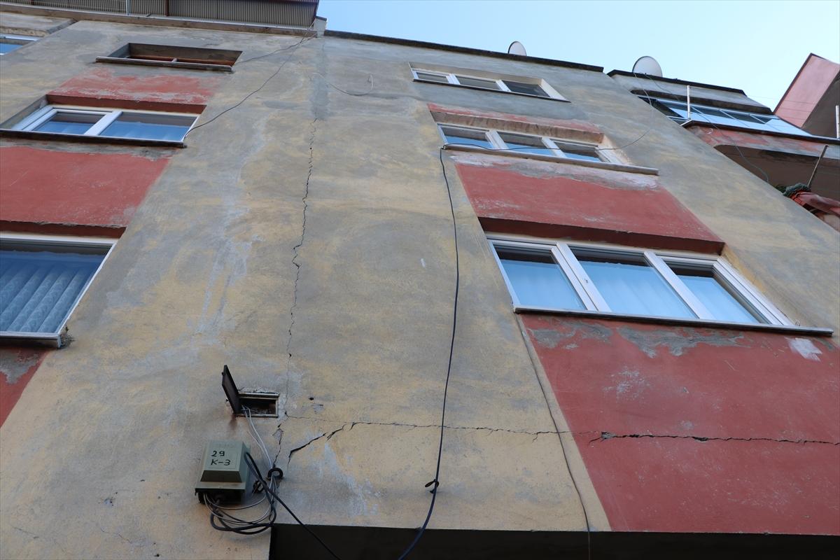 Trabzon'da çatlaklar oluşan bina boşaltıldı