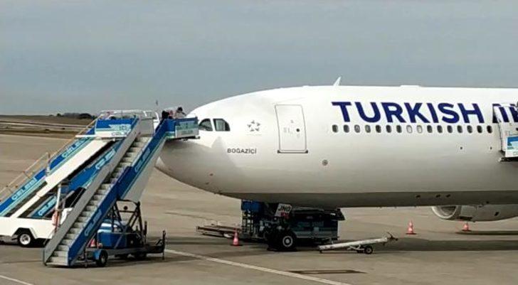 Kokpit camı çatlayan yolcu uçağı Trabzon'a iniş yaptı