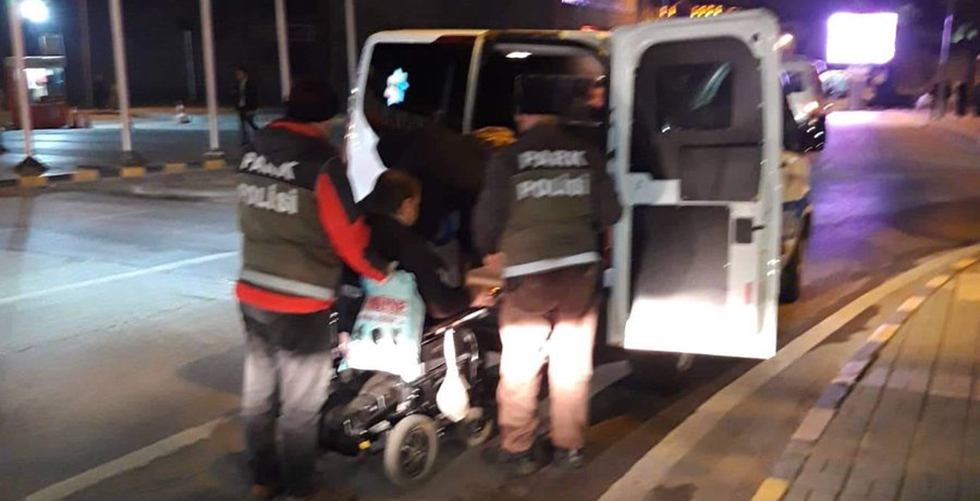 Trabzon polisinden alkış alan davranış!