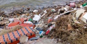 Arsin'de denize çöp dökülüyor