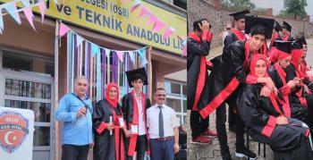 Arsin'de Anne oğul birlikte mezun oldu