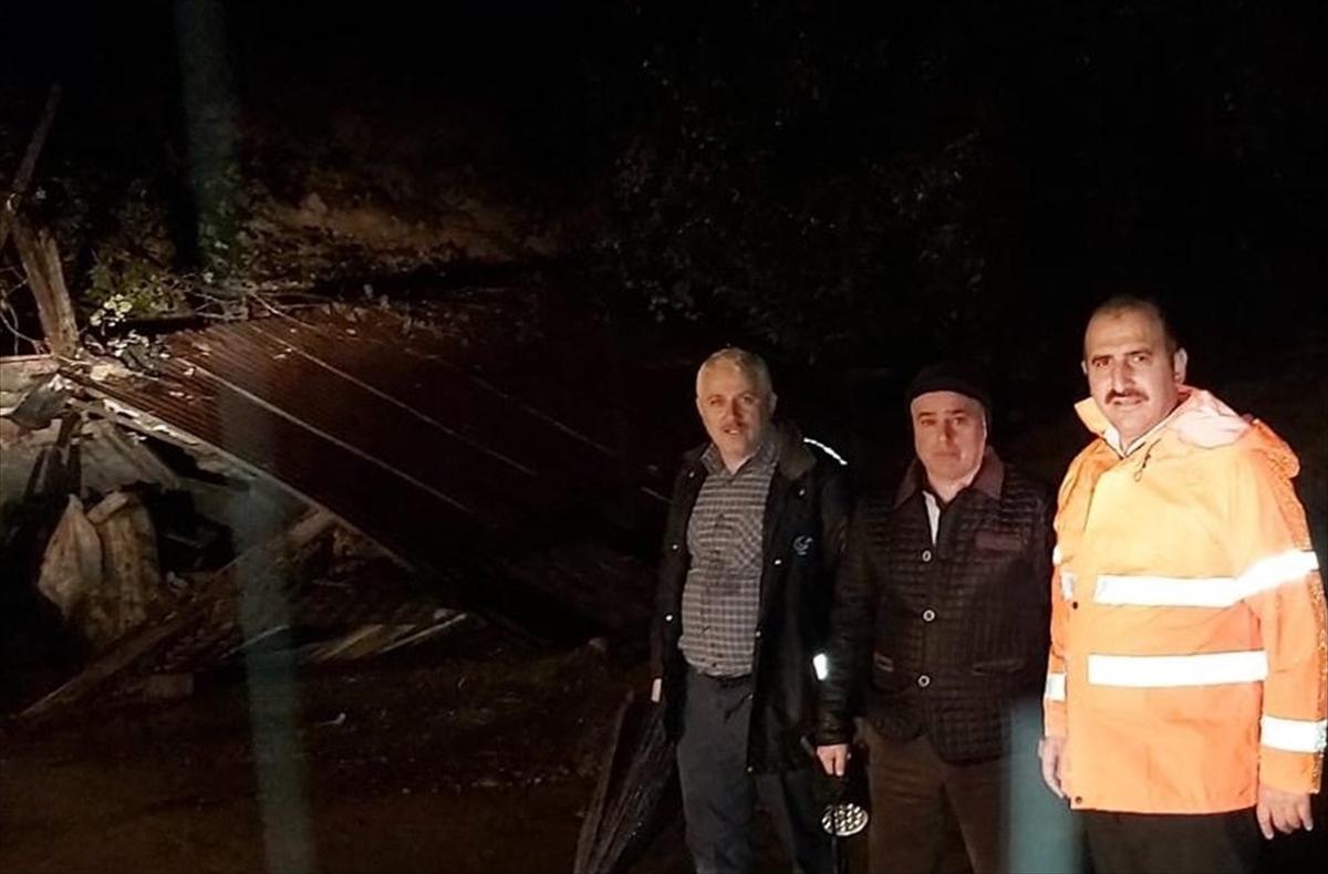 Arsin'de de aşırı yağış nedeniyle tek katlı bir ev yıkıldı