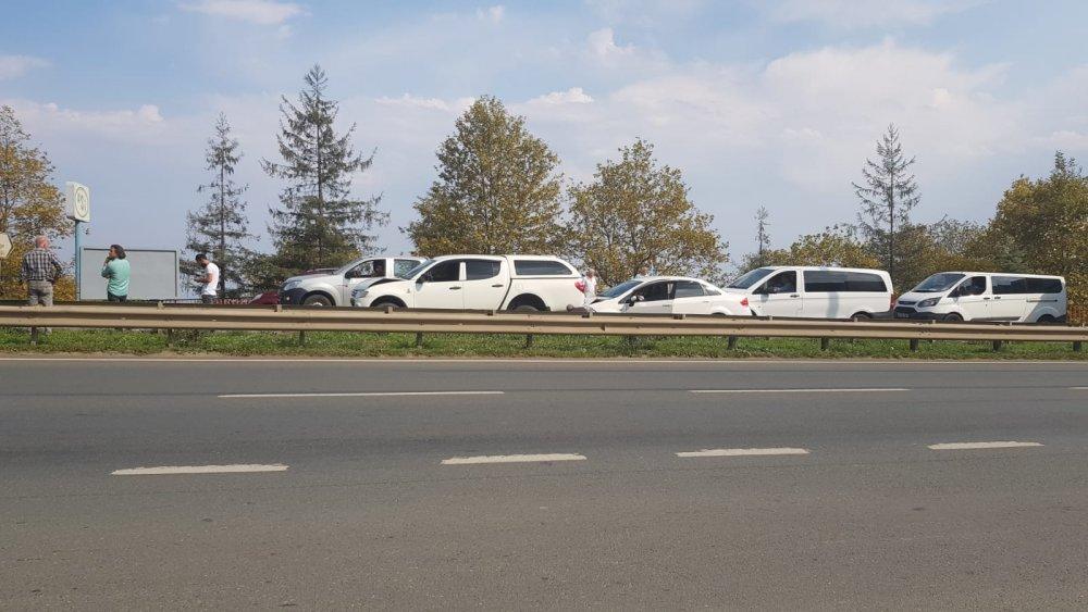Trabzon'da zincirleme kaza, 4 araç birbirine girdi