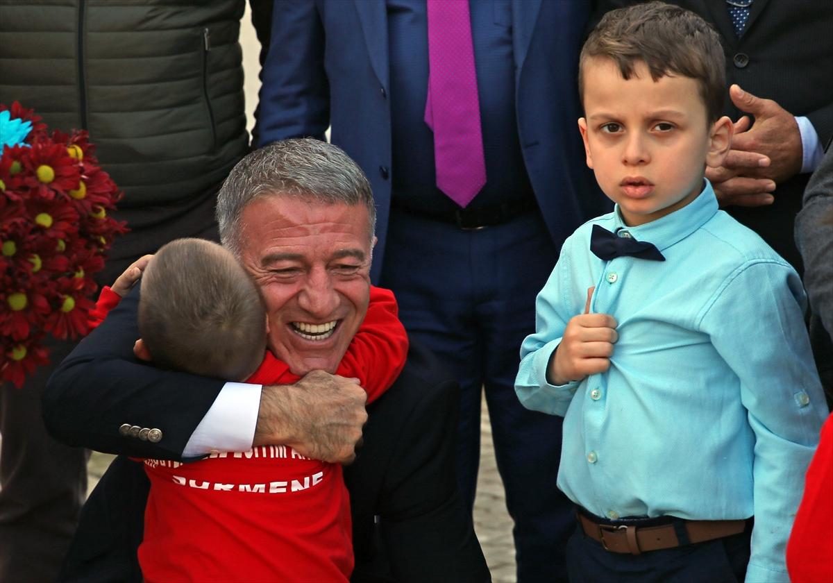 Trabzonspor'dan down sendromlu ve otizmli öğrencilere ziyaret