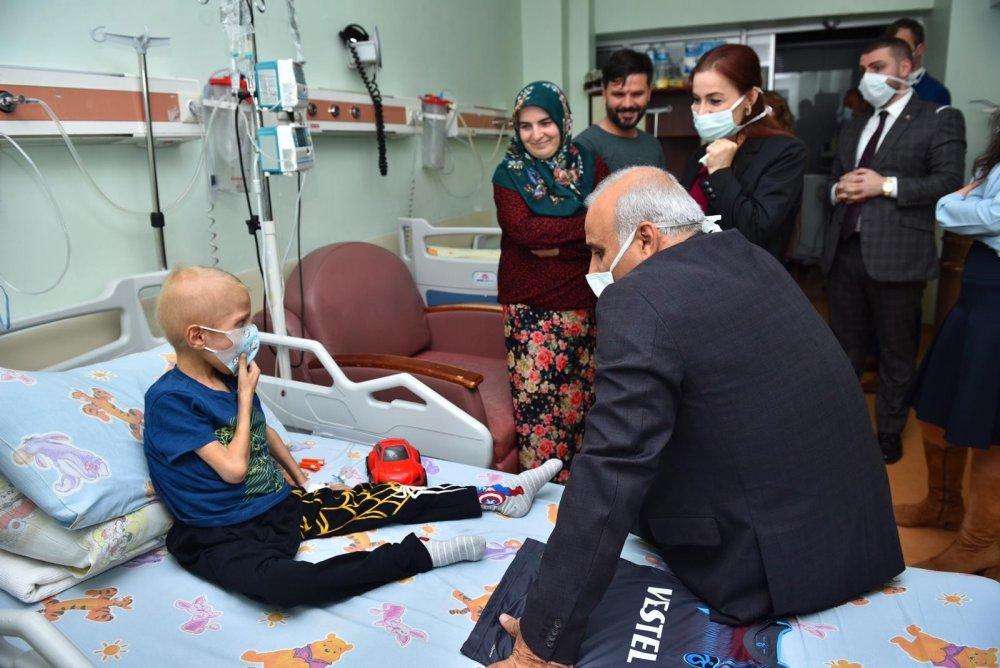 Zorluoğlu'ndan lösemili çocuklara ziyaret