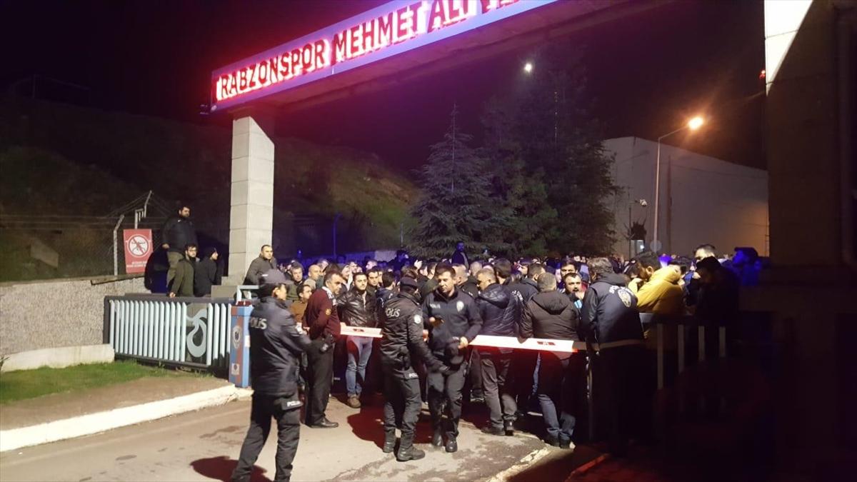 Trabzonspor taraftarlarından Ünal Karaman'a destek