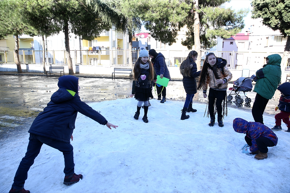 Trabzon'da okul yönetiminden öğrencilere kar sürprizi