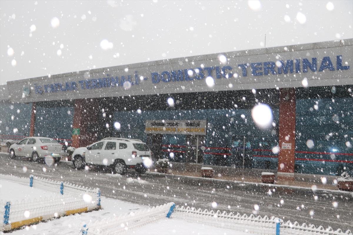 Trabzon'da uçuş iptalleri devam ediyor