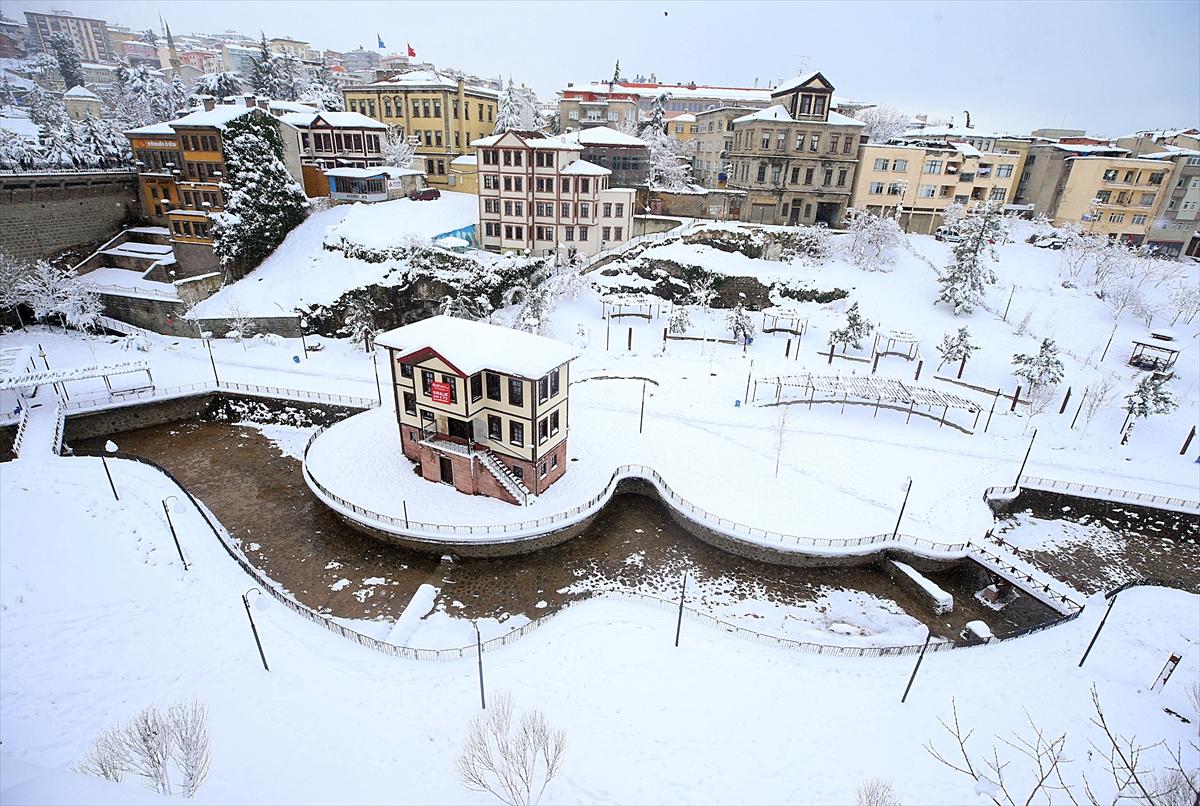 Karadeniz'de kar yaşamı olumsuz etkiliyor