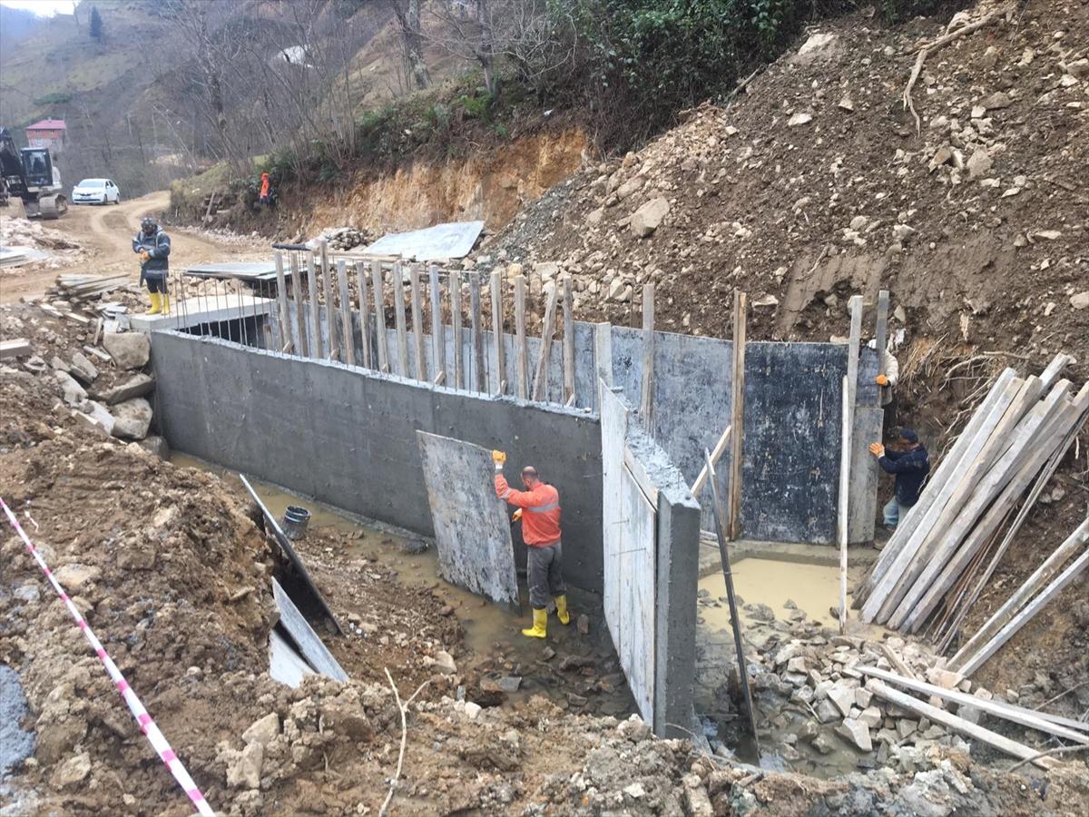 Trabzon'da yol bakım ve onarım çalışmaları devam ediyor