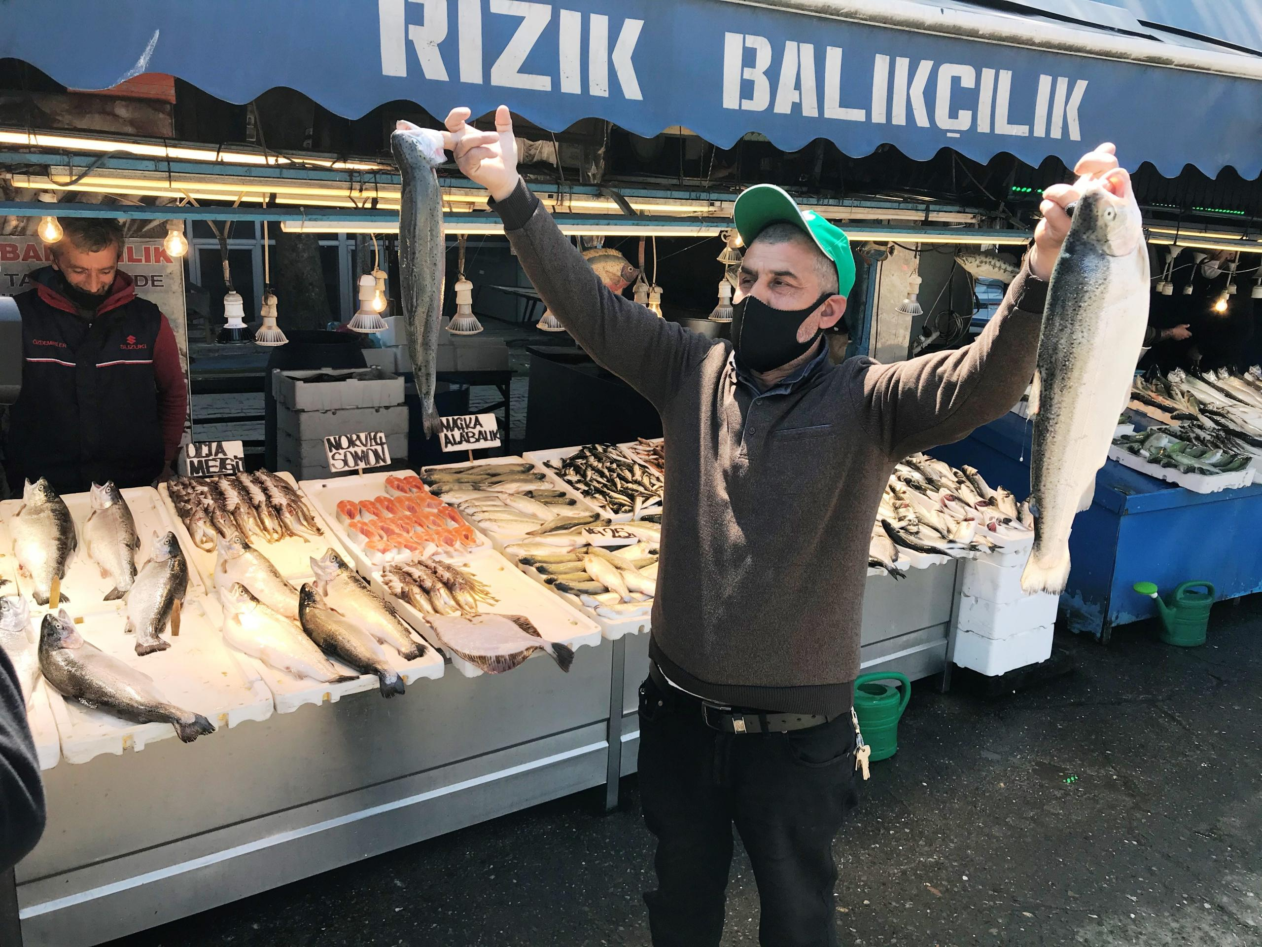 Ramazan ayında balık tezgahlarının gözdesi somon oldu