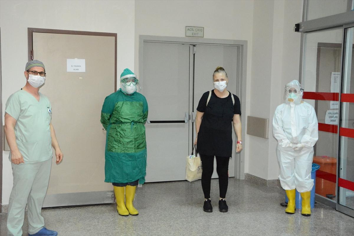 Trabzon'da kök hücre tedavisi ile Kovid-19'u yenen hemşire taburcu edildi