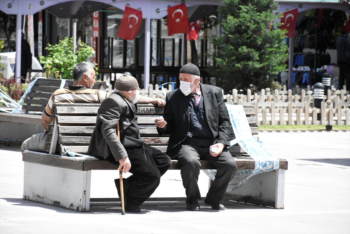 Trabzon'da 65 yaş ve üzeri vatandaşlar yeniden sokağa çıktı