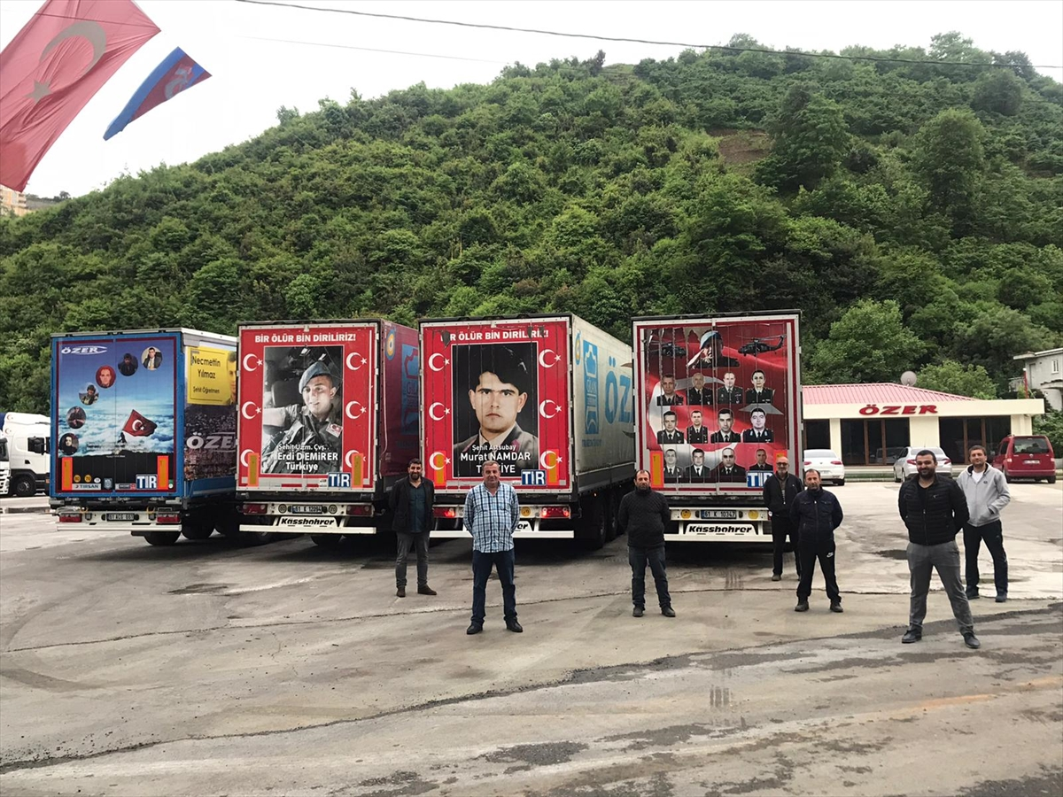 Trabzon'da Türk bayrağı ve şehit fotoğraflarıyla kaplanan tırlarla bayram kutlaması